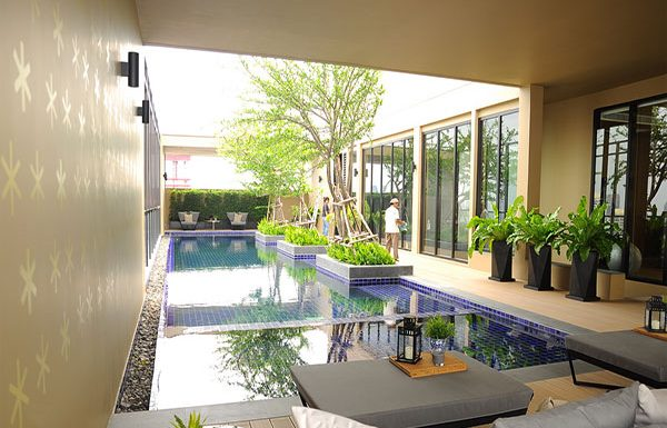 Noble-Revent-Bangkok-condo-for-sale-swimming-pool
